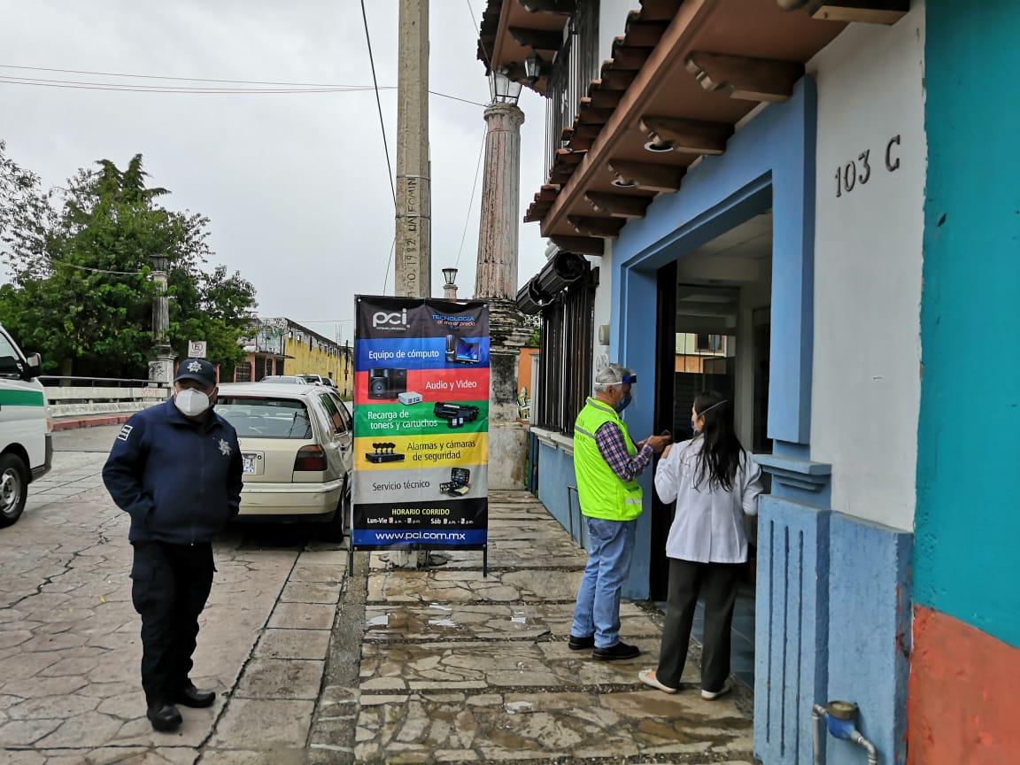 Ayuntamiento y Distrito de Salud II notifican medidas de prevención a establecimientos esenciales y no esenciales