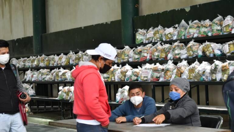Continúa Ayuntamiento con entrega de despensas a trabajadores de bares y restaurantes