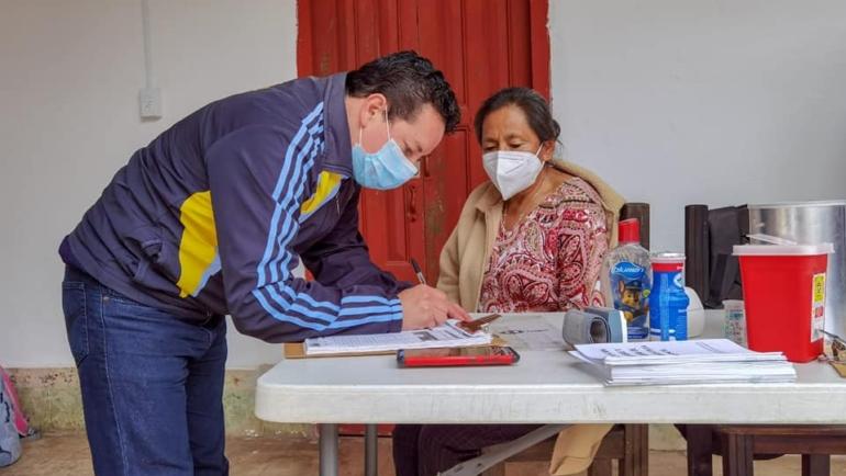 Continúan Dirección de Salud Municipal y Distrito de Salud II, barridos casa por casa en San Cristóbal de Las Casas