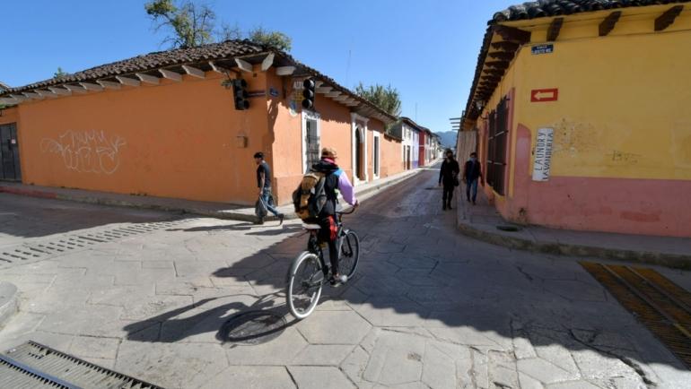 Continúa 2ª etapa de bacheo en la avenida Diego Dugelay en San Cristóbal de Las Casas