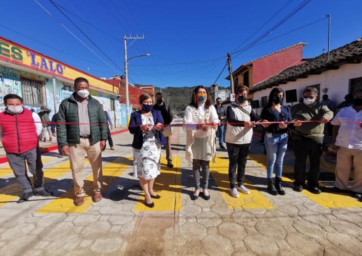 Después de años de olvido, se pavimenta la avenida Yajalón en la colonia 14 de Septiembre