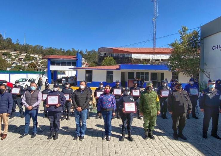 Cadena Oxxo reconoce a policías municipales de San Cristóbal de Las Casas
