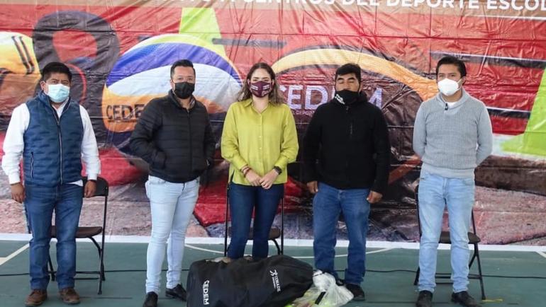 Región Altos recibe material deportivo de CEDEM