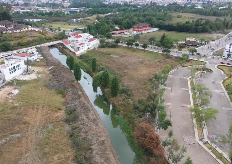Continúan trabajos de dragado en arroyo de Chedraui en San Cristóbal de Las Casas