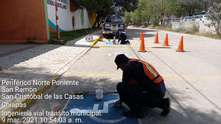 Se preparan nuevos espacios azules para personas con discapacidad o movilidad reducida en San Cristóbal: Tránsito Municipal