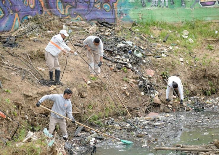 Protección Civil reitera llamado a la ciudadanía para no arrojar basura a los ríos de San Cristóbal.