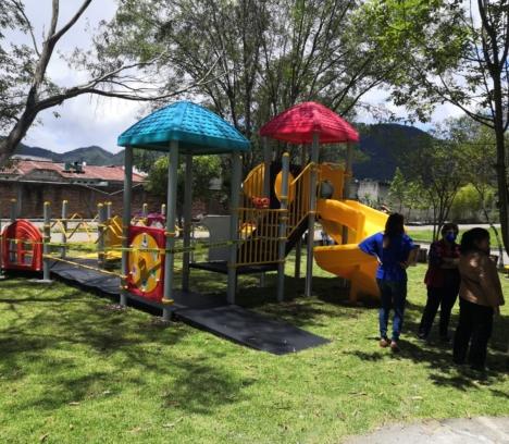 Entrega Ayuntamiento de San Cristóbal de Las Casas Juego infantil inclusivo en Los Eucaliptos