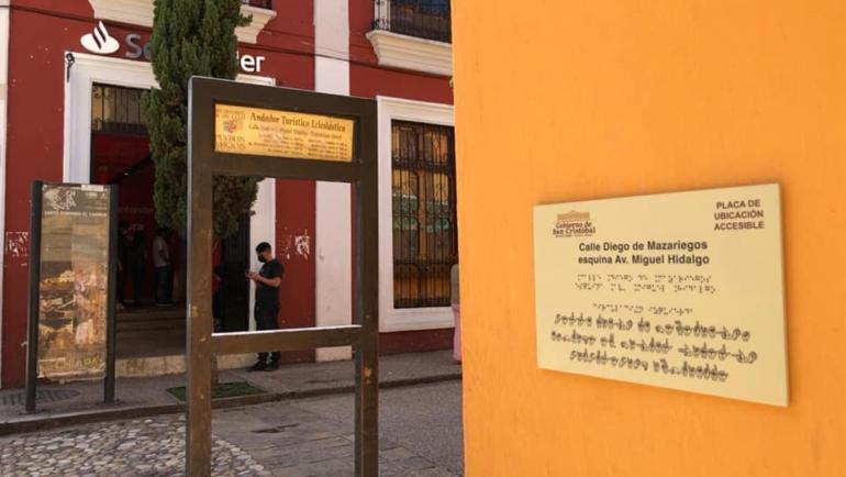 San Cristóbal de Las Casas, primera ciudad en Chiapas con señalética para personas con discapacidades sensoriales