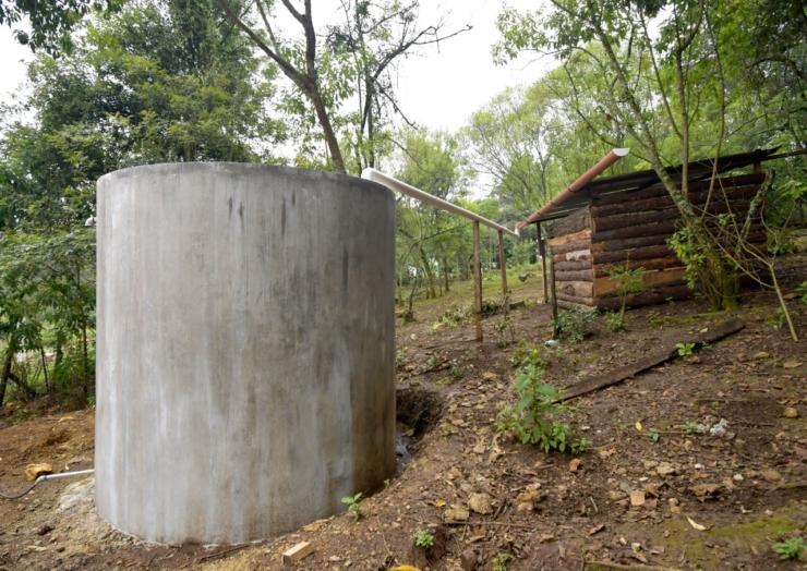 Entrega Ayuntamiento de San Cristóbal 25 tanques de ferrocemento en la localidad Matasano